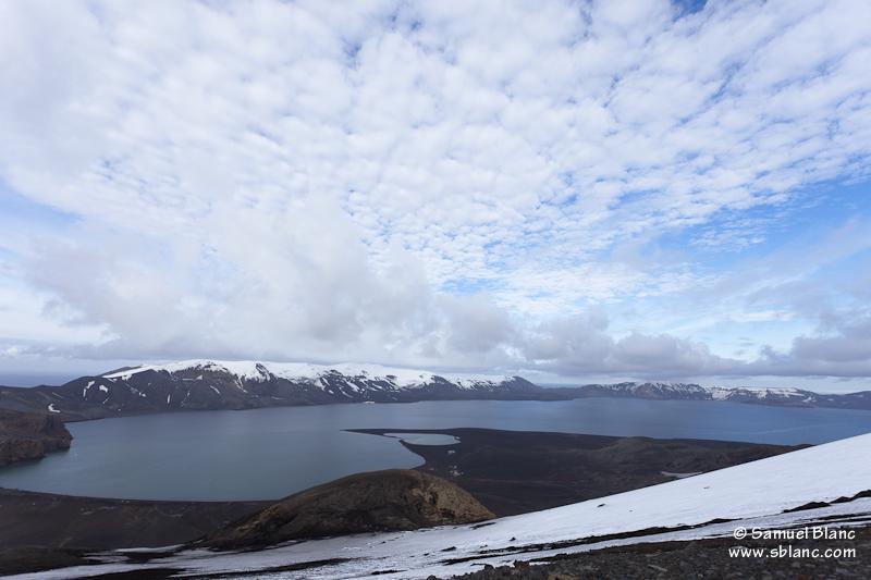 Vue sur la caldeira depuis la haut de l'île Deception