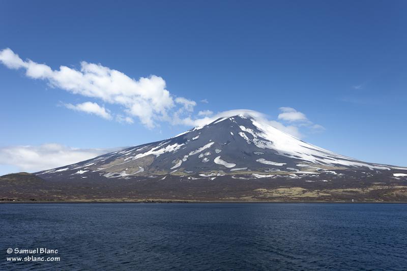 Le volcan Alaïd sur l'île Atlasova