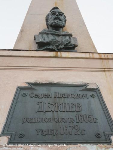 Monument au cap Dejnev