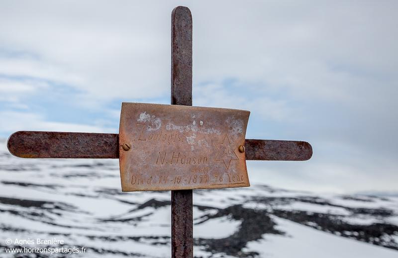 Croix sur la tombe de Nicolai Hanson au Cap Adare